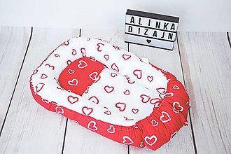 Textil - Hniezdo pre bábätko červeno-biele srdiečkové - 9221617_