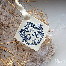 Darčeky pre svadobčanov - Visačka na fľašu s iniciálami - 9219715_