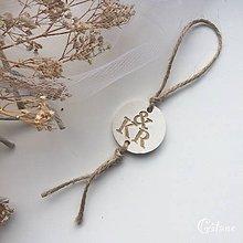 Darčeky pre svadobčanov - Medajlón na fľaše s iniciálami - hnedý - 9219733_