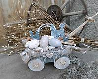Dekorácie - Veľkonočná natur dekorácia na vozíku so sliepočkami - 9227568_