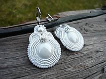 - Soutache náušnice Svadobné perleťové bílé - 9228562_