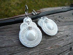 Náušnice - Soutache náušnice Svadobné perleťové bílé - 9228562_