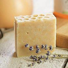 Drogéria - med a levanduľa - prírodné mydlo - 9224295_