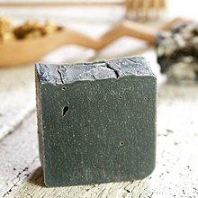 Drogéria - aktívne uhlie a včelí vosk - prírodné mydlo - 9224315_