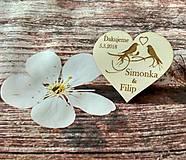 Darčeky pre svadobčanov - Srdiečko pre hostí 15 - drevená magnetka - 9225699_
