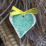 Darčeky pre svadobčanov - Keramické srdiečka s kvetinkami - zelené - 9224039_