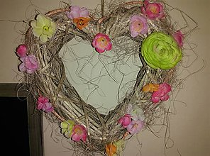 Dekorácie - Kvetinový veniec - srdce - 9233460_