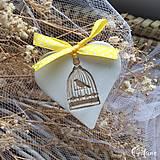 Darčeky pre svadobčanov - Keramické srdiečka -Hnedý vtáčik v klietke - 9228902_