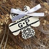 Darčeky pre svadobčanov - Štvorlístok s iniciálami - baroko - 9228907_