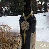 Darčeky pre svadobčanov - Medajlón na fľaše s iniciálami - zlatý - 9228911_