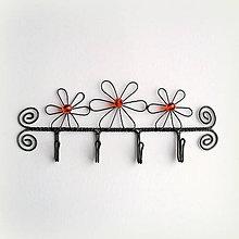 Nábytok - vešiak s kvetmi - 9234205_