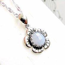 Náhrdelníky - Vintage Flower Faceted Lace Chalcedony Necklace / Strieborný náhrdelník s brúseným čipkovaným chalcedónom #0374 - 9235910_