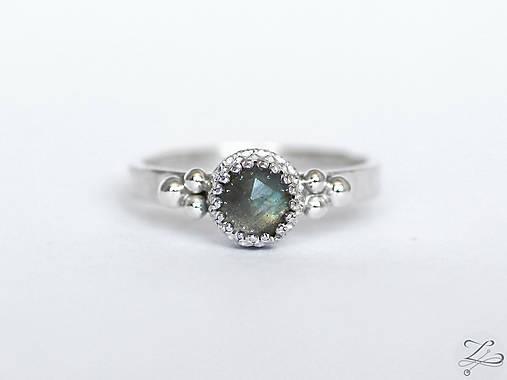 Strieborný prsteň s labradoritom - La Dora