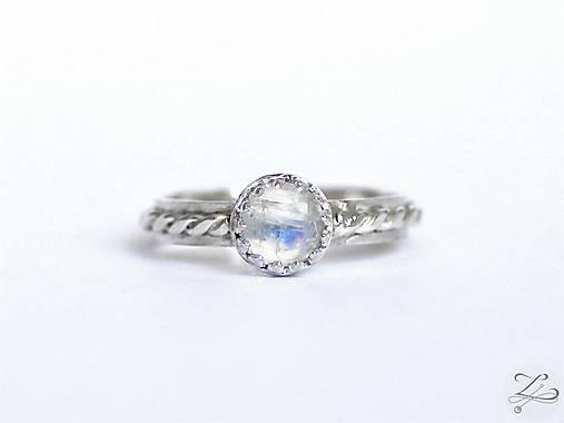Strieborný prsteň s mesačným kameňom - Mesačné nebíčko
