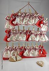 adventný kalendár Červeno biely so srdiečkami