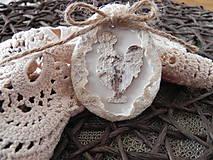Dekorácie - Veľkonoční kohútikovia v čipke... - 9240051_