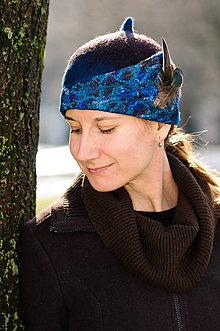 Čiapky - Modrý Cloché klobúk z jemnej Merino vlny a hodvábu - 9238924_