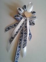 folklórne pierko modro-biele pre starejšieho, družbu