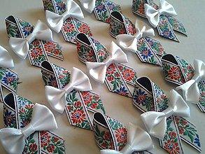 Pierka - folklórne pierko s bielou mašľou - 9239862_