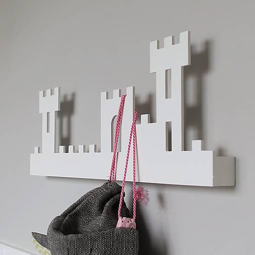 nástenný vešiak/polička 'na hrade' biely