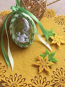 Dekorácie - Veľkonočné vajíčko so zajačikom a kvietkom  (Zelená) - 9241108_