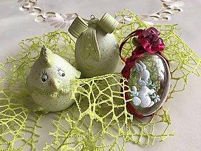 Dekorácie - Veľkonočné vajíčko so zajačikom a kvietkom  (Bordová) - 9241170_