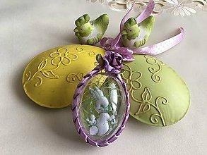 Dekorácie - Veľkonočné vajíčko so zajačikom a kvietkom  (Fialová) - 9241185_