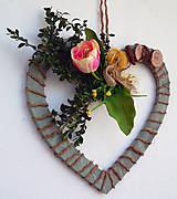 Dekorácie - Jarný veniec Srdce - 9242914_
