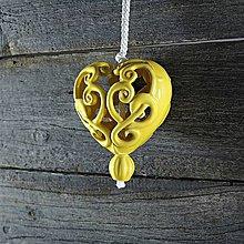 Dekorácie - Vyřezávané srdce žluté - 9240360_