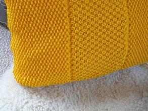 Úžitkový textil - Pletený vankúš s hráškom - 9241422_