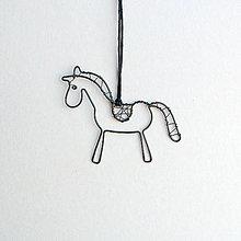 Náhrdelníky - prívesok s koníkom - 9244958_