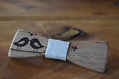 Svadobný drevený motýlik on/ona