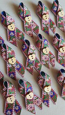 Pierka - folklórne pierko s dreveným srdiečkom - 9245295_