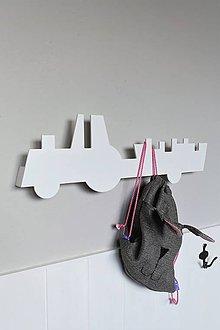Nábytok - nástenný vešiak/polička 'na traktore' biely - 9246712_