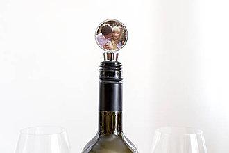 Iné - Zátka na fľašu s vašou fotkou - 9246051_