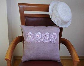 Dekorácie - Fialkovoružový vankúš s kvetmi - 9248441_