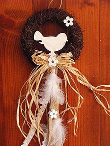 Dekorácie - Veľkonočný venček s vtáčikom s pierkami - 9245791_