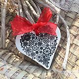 Darčeky pre svadobčanov - Keramické srdiečka s kvetinkami - čierne - 9243880_