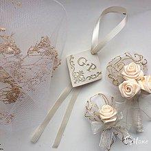 Darčeky pre svadobčanov - Visačka na fľašu s iniciálami - 9243875_