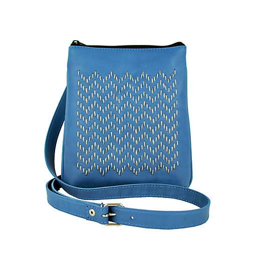 Ručne vyšívaná kabelka z pravej kože v modrej farbe