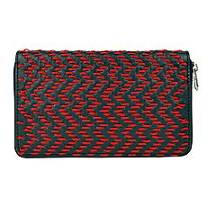 Peňaženky - Dámska kožená peňaženka ručne vyšívaná, červené vyšívanie - 9252114_