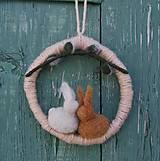 Dekorácie - ...symbolický venček so zajačikmi... - 9254662_