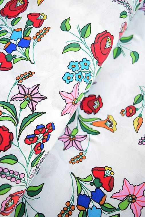 Bavlněné plátno renforcé kytice vlčí mák   vrisilatek - SAShE.sk ... cba6c5405a3