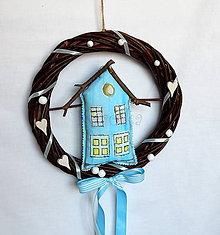 Dekorácie - Veniec na dvere - Domov  - v zľave (Venček z vŕbového prútia - Domček v modrom) - 9258703_