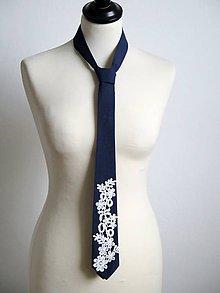 Doplnky - modrá kravata s čipkou - 9262611_