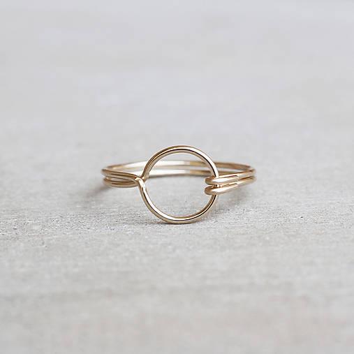 Pozlátený prsteň s kruhom (žlté zlato)