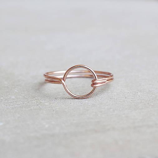 Pozlátený prsteň s kruhom (ružové zlato)