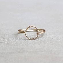 Prstene - Pozlátený prsteň s kruhom (žlté zlato) - 9262706_
