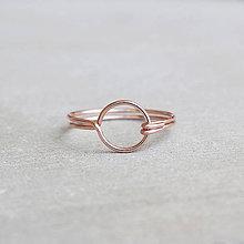 Prstene - Pozlátený prsteň s kruhom (ružové zlato) - 9262718_