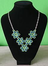 Náhrdelníky - Zelený kvietkovaný náhrdelník - 9260431_
